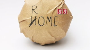 Inghilterra, la Royal Mail prova a scherzarci su: pallone a Roma