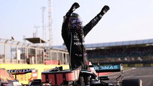 """Hamilton: """"Spinto dal pubblico meraviglioso"""".  Delusione  per Verstappen"""
