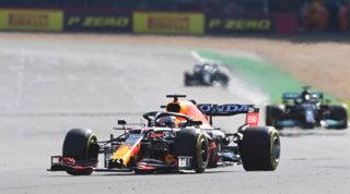 Super Verstappen: vittoria in Sprint Race e pole. Leclerc quarto
