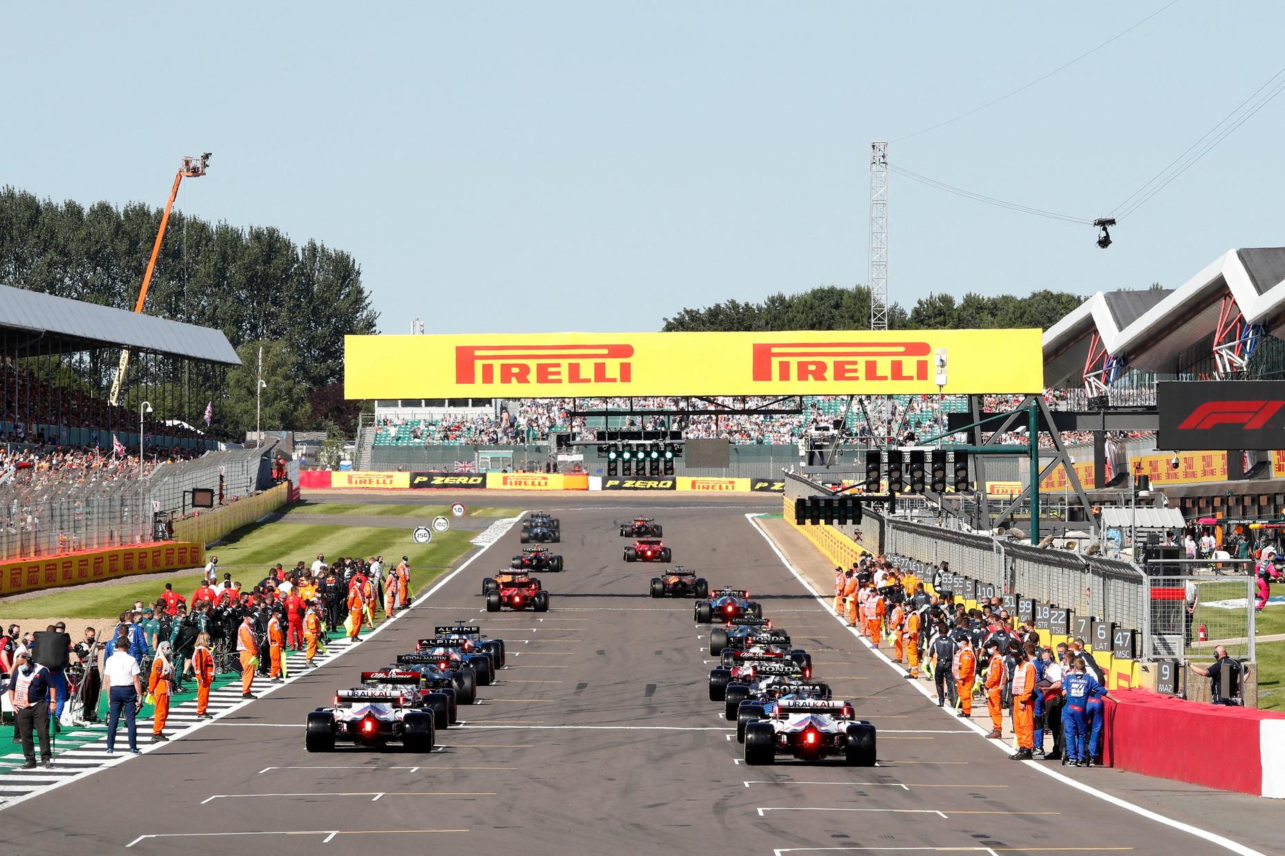 La prima Sprint Qualifying Race porta la firma di Verstappen, che conquista la pole davanti a Hamilton e Bottas.<br /><br />