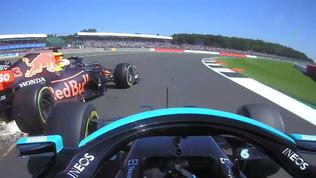 Paura Verstappen: contatto con Hamilton e ko immediato a Silverstone