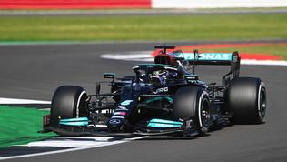 Hamilton da applausi: rimonta e beffa Leclerc, Sainz sesto