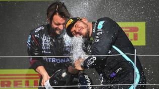 Hamilton, rimonta da applausi a Silverstone