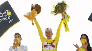 Pogacar trionfa in giallo, a Van Aert la passerella sui Campi Elisi