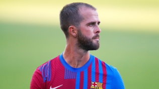 Pjanic in campo col Barça e criptico sui social. Avanti per Locatelli