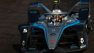 La Mercedes torna in pole: super Vandoorne, lotta mondiale dalle retrovie
