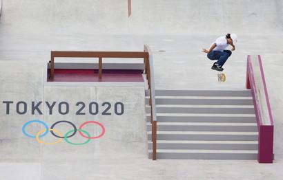 Lo skateboard&nbsp;street donne di Tokyo 2020 &egrave;&nbsp;gi&agrave;&nbsp;nel futuro: sul podio olimpico salgono infatti due bambine, la medaglia d&#39;oro giapponese Momiji Nishiya, tredicenne di Osaka, e quella d&#39;argento, la brasiliana Rayssa Leal, detta &#39;Fatina&#39;, anche lei tredicenne. Al terzo posto una sedicenne, l&#39;altra nipponica Funa Nakayama.<br /><br />