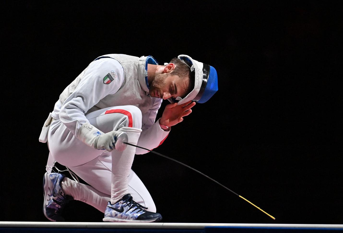 Arriva dalla scherma il quarto argento per l&#39;Italia all&#39;Olimpiade di Tokyo 2020: Daniele Garozzo, infatti, chiude al secondo posto nel fioretto maschile individuale. Al termine di una splendida cavalcata, il 28ene si arrende solo in finale a Cheng Ka Long, rappresentante di Hong Kong, che si impone 15-11 e vince l&#39;oro. Per l&#39;azzurro &egrave; la seconda medaglia di fila ai Giochi dopo il successo ottenuto a Rio de Janeiro nel 2016.<br /><br />