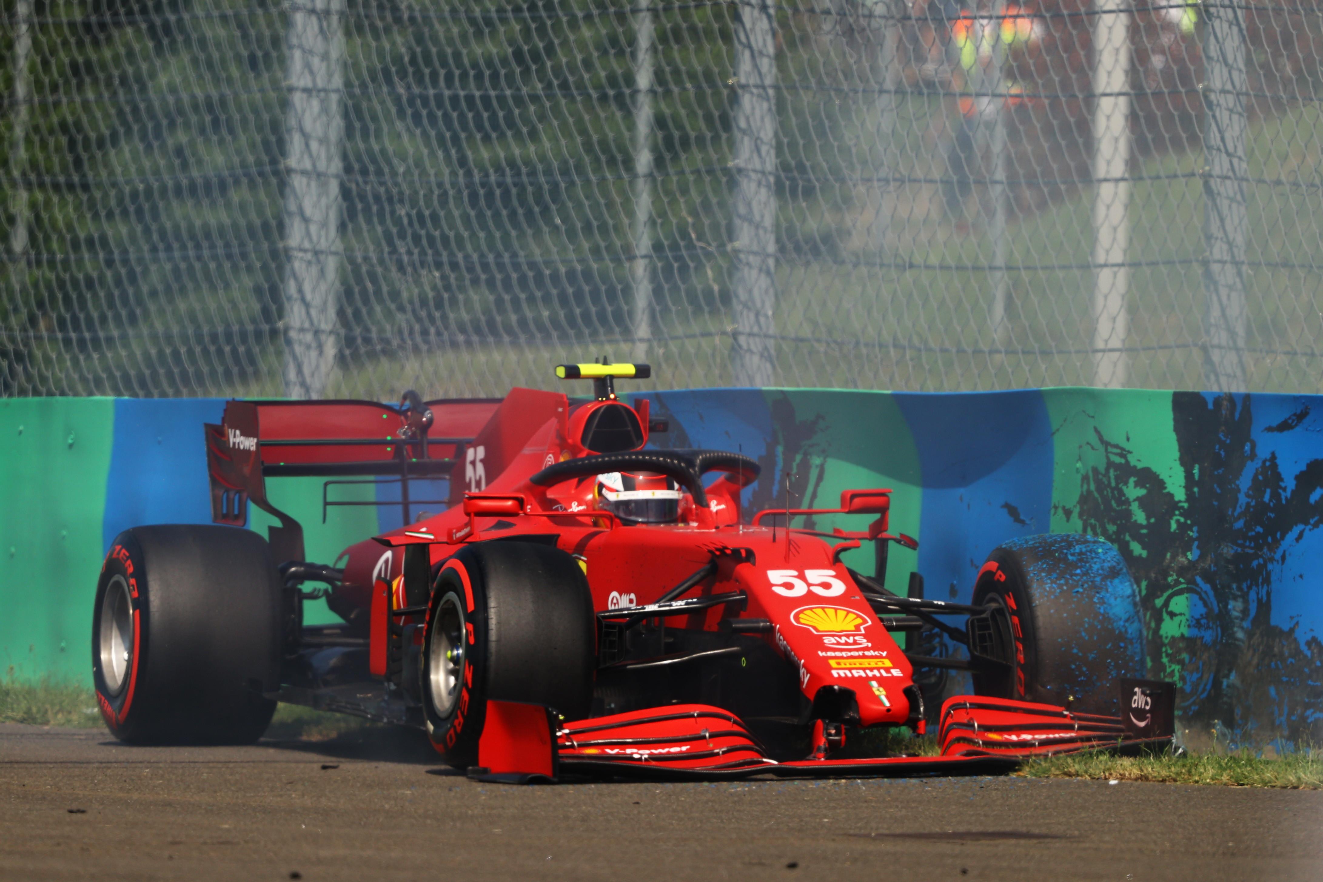 Guai per lo spagnolo Carlos Sainz nel corso del Q2: il ferrarista perde il controllo della SF21 e si schianta contro il muro, monoposto danneggiata e addio alla possibilit&agrave; di conquistare la pole in Ungheria. Sainz partir&agrave; 15&deg;.<br /><br />