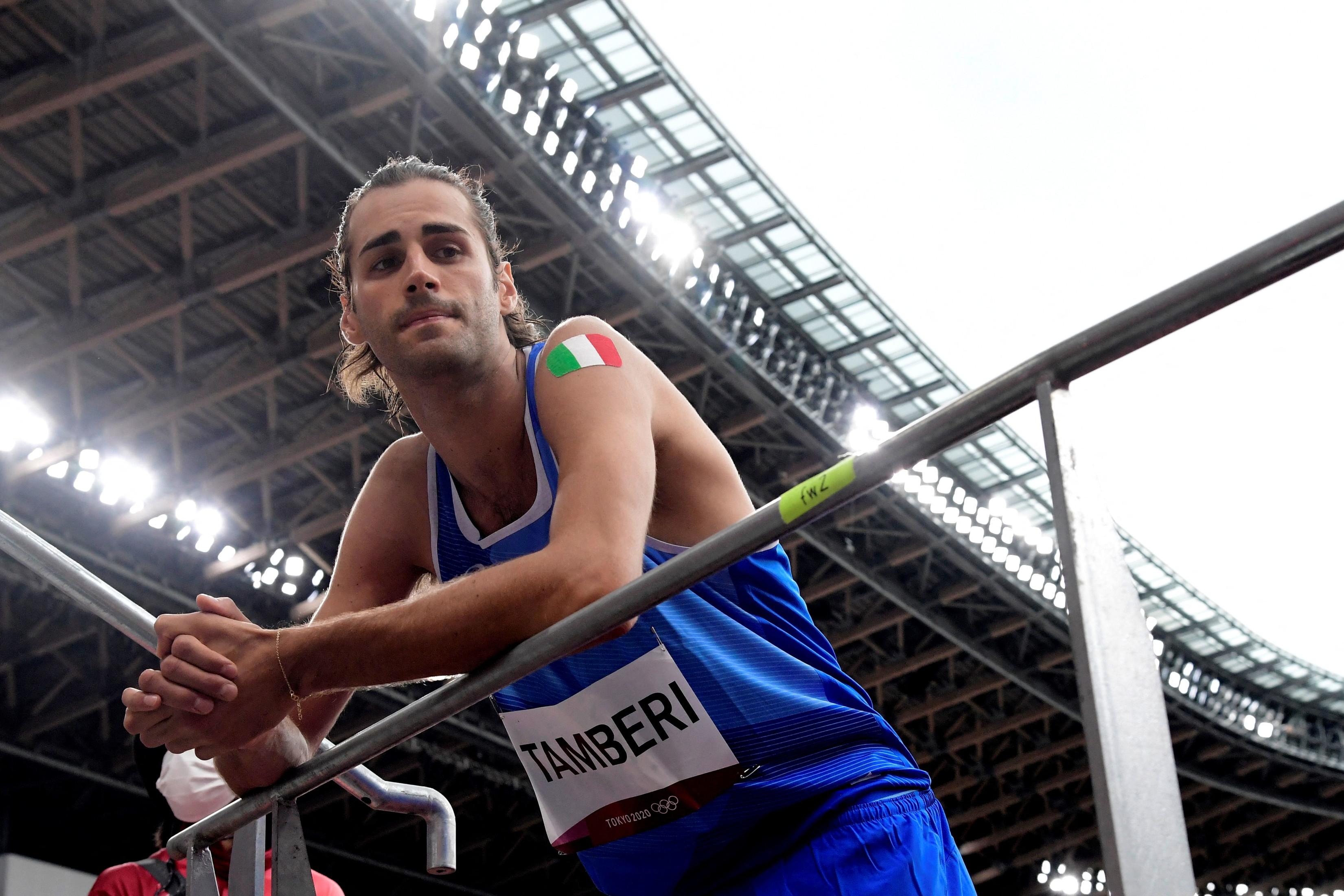 Storico oro nel salto in alto a Tokyo 2020. Dopo un periodo complicato, tormentato dagli infortuni, Gianmarco Tamberi, con una gara quasi perfetta, vince la medaglia pi&ugrave; preziosa. Percorso netto, senza errori fino a 2.37, proprio come Mutaz Essa Barshim. Entrambi falliscono i tre salti a 2.39 e decidono per la vittoria ex-aequo. Medaglia d&rsquo;oro numero 3 per l&#39;Italia a questi Giochi ed grande soddisfazione per Tamberi.<br /><br />