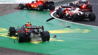 Bagarre in partenza: Leclerc e Bottas out, danni per Verstappen