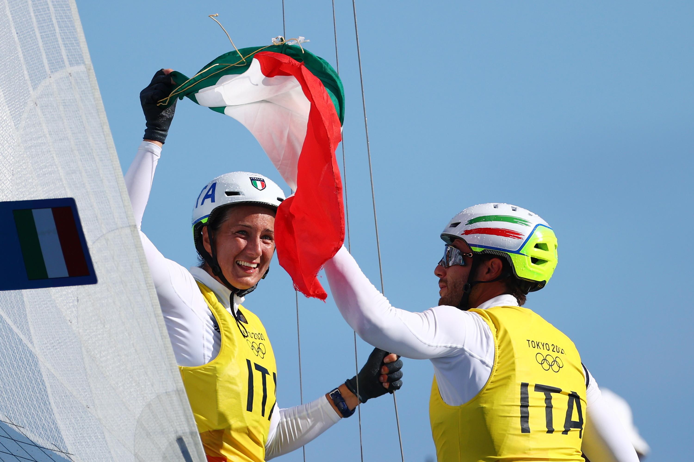 Medaglia storica quella di Ruggero Tita e Caterina Banti nella classe Nacra 17 della vela. Si tratta infatti del primo oro olimpico &#39;misto&#39; vinto dall&#39;Italia alle Olimpiadi.<br /><br />