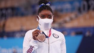 Simone Biles si riscatta alla trave e prende il bronzo