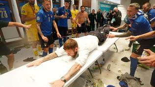 De Rossi, la folle esultanza negli spogliatoi di Wembley