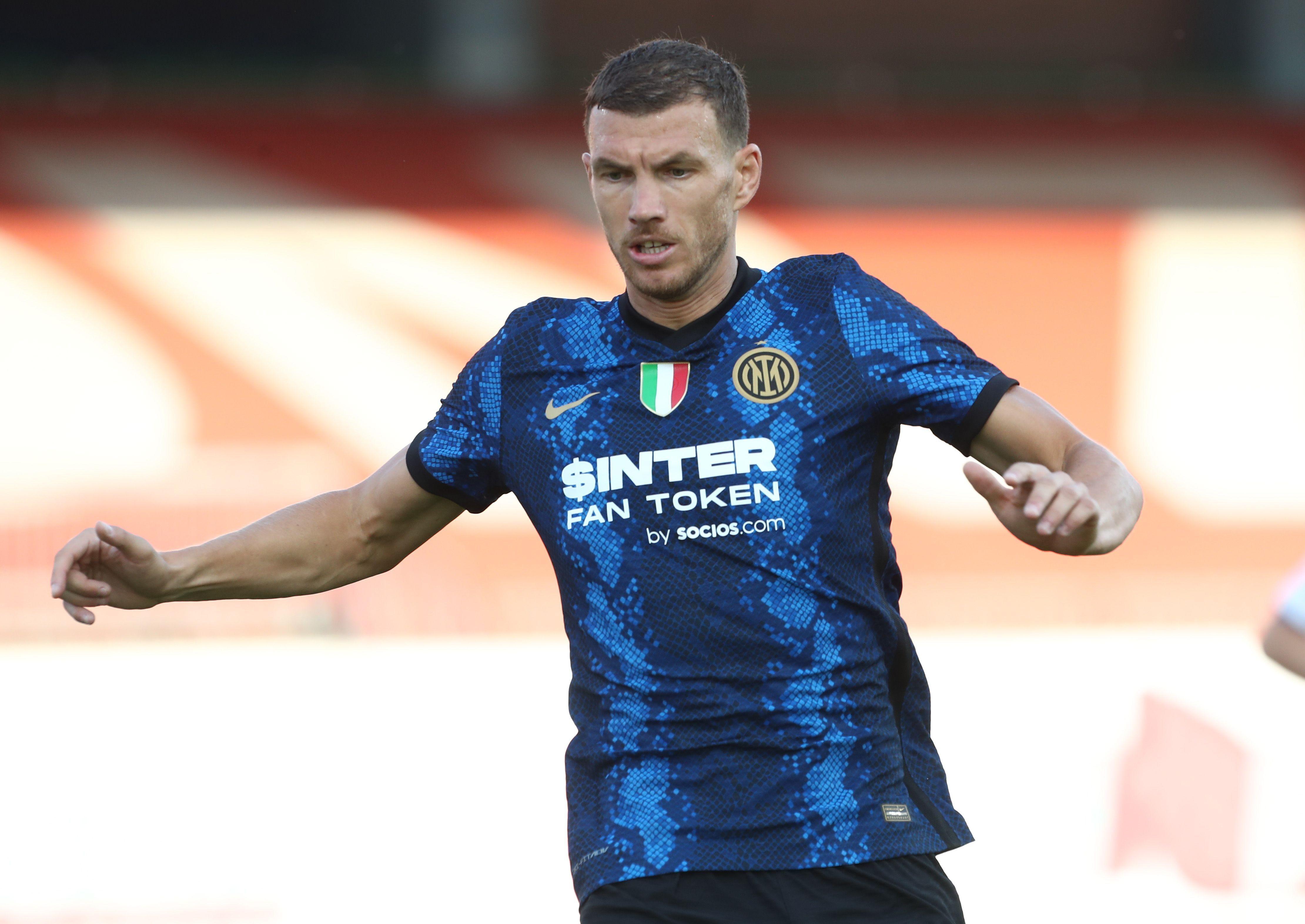 Primi minuti con la maglia dell&#39;Inter per Edin Dzeko. Il centravanti bosniaco &egrave; il nuovo acquisto nerazzurro ed &egrave; sceso in campo dal primo minuto contro la Dinamo Kiev in amichevole trovando subito il primo gol della nuova avventura.<br /><br />