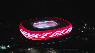 Bayern, spettacolare omaggio a Gerd Muller all'Allianz Arena