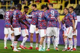 Il Bayern Monaco onora Gerd Muller: tutti col 9