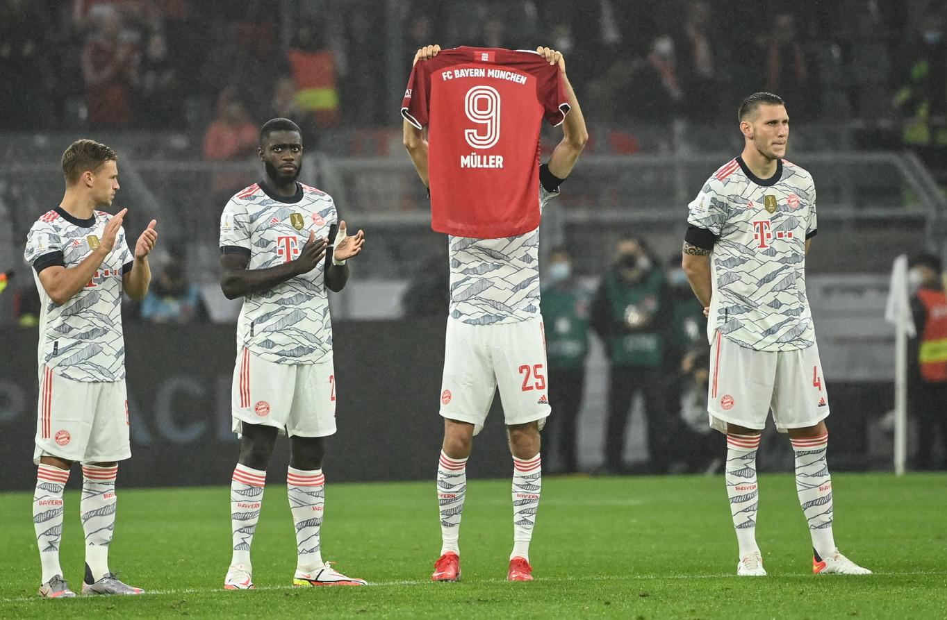 Prima della sfida della&nbsp;Supercoppa di Germania contro il Borussia Dortmund, il Bayern Monaco ha voluto onorare lo scomparso Gerd Muller. Tutti i giocatori sono scesi in campo con la &quot;sua&quot; maglia numero 9 durante il riscaldamento e i maxischermi del&nbsp;Signal Iduna Park&nbsp;hanno mostrato le immagini del campione tedesco.<br /><br />