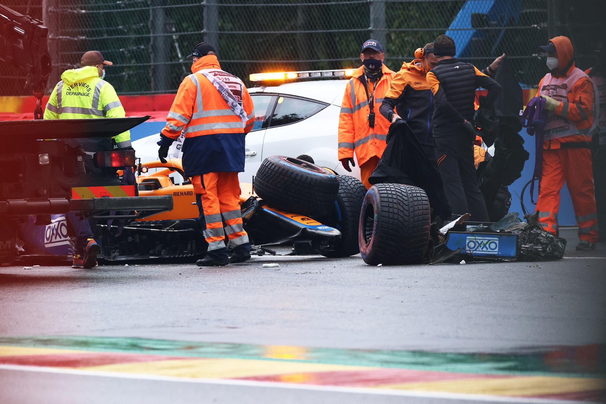Brutto incidente per Lando Norris in Q3. Il pilota della McLaren ha perso la sua vettura all&#39;Eau Rouge tradito dalla pioggia battente. Macchina distrutta e grande spavento, ma l&#39;inglese &egrave; sceso illeso.<br /><br />