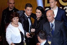 """La sorella di Ronaldocontro la Juve: """"Benvenuto in un posto che ti merita"""""""