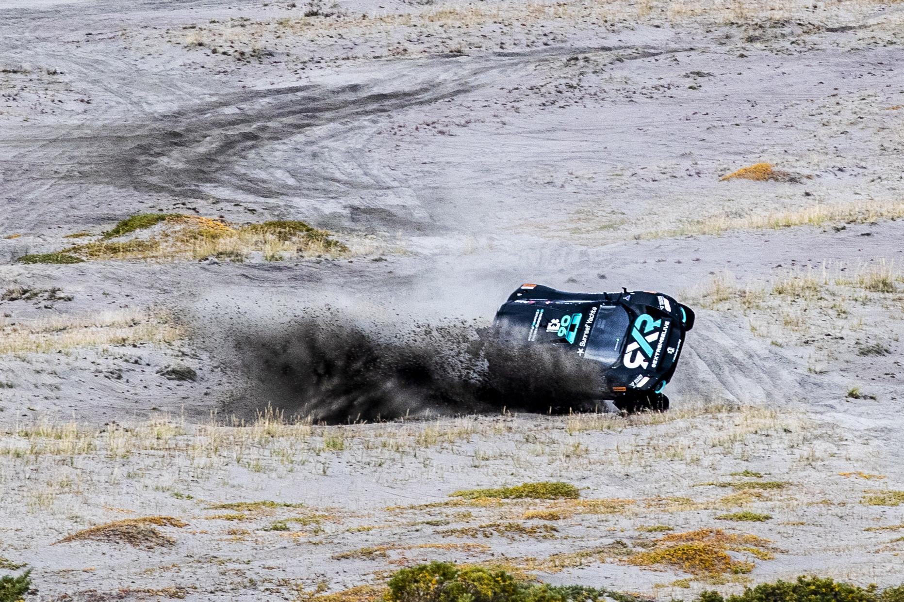 Attimi di paura e poi un gran coraggio: Molly Taylor incredibile nelle Qualifiche 1 dell&#39;Arctic X Prix di Extreme E in Groenlandia. L&#39;australiana, pilota del team di Rosberg, ha fatto un 360&deg; con il suo Odyssey&nbsp;21 per poi riatterrare sulle quattro ruote, ripartire e chiudere il giro! Alla fine ottavo tempo per lei, in squadra con Johan Kristofferson.<br /><br />