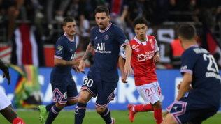 Psg, Messi debutta dalla panchina: entra al 66' al posto di Neymar