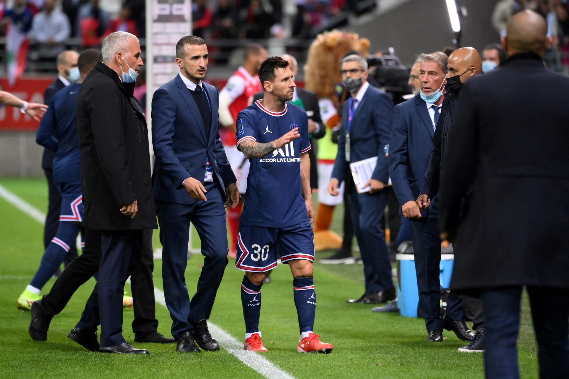 Sar&agrave; pure Lionel Messi ma Mauricio Pochettino non fa sconti: l&#39;ex Barcellona &egrave; partito dalla panchina nel match contro il Reims, entrando poi al 66&#39; al posto del suo grande amico Neymar. Rinviata quindi la possibilit&agrave; di vedere assieme Leo, O&#39; Ney e Mbapp&eacute; (in gol e sempre cercato dal Real Madrid).<br /><br />