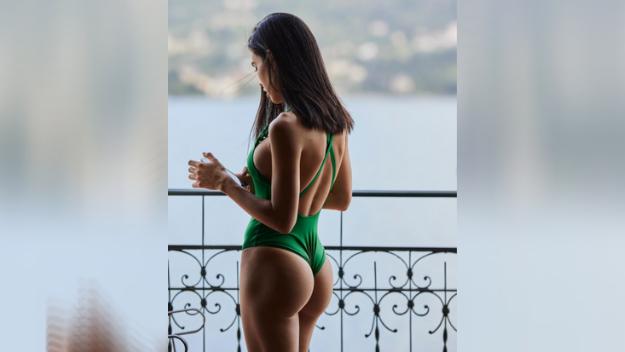 Michelle Sander, modella con un passato al fianco di Andrea Petagna, si mostra su Instagram con uno splendido costume verde e si d&agrave; la carica: &quot;Make it happen&quot;.&nbsp;<br /><br />