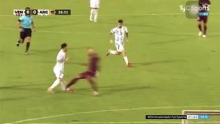 Messi rischia la tibia per un fallaccio: difensore espulso dopo il VAR