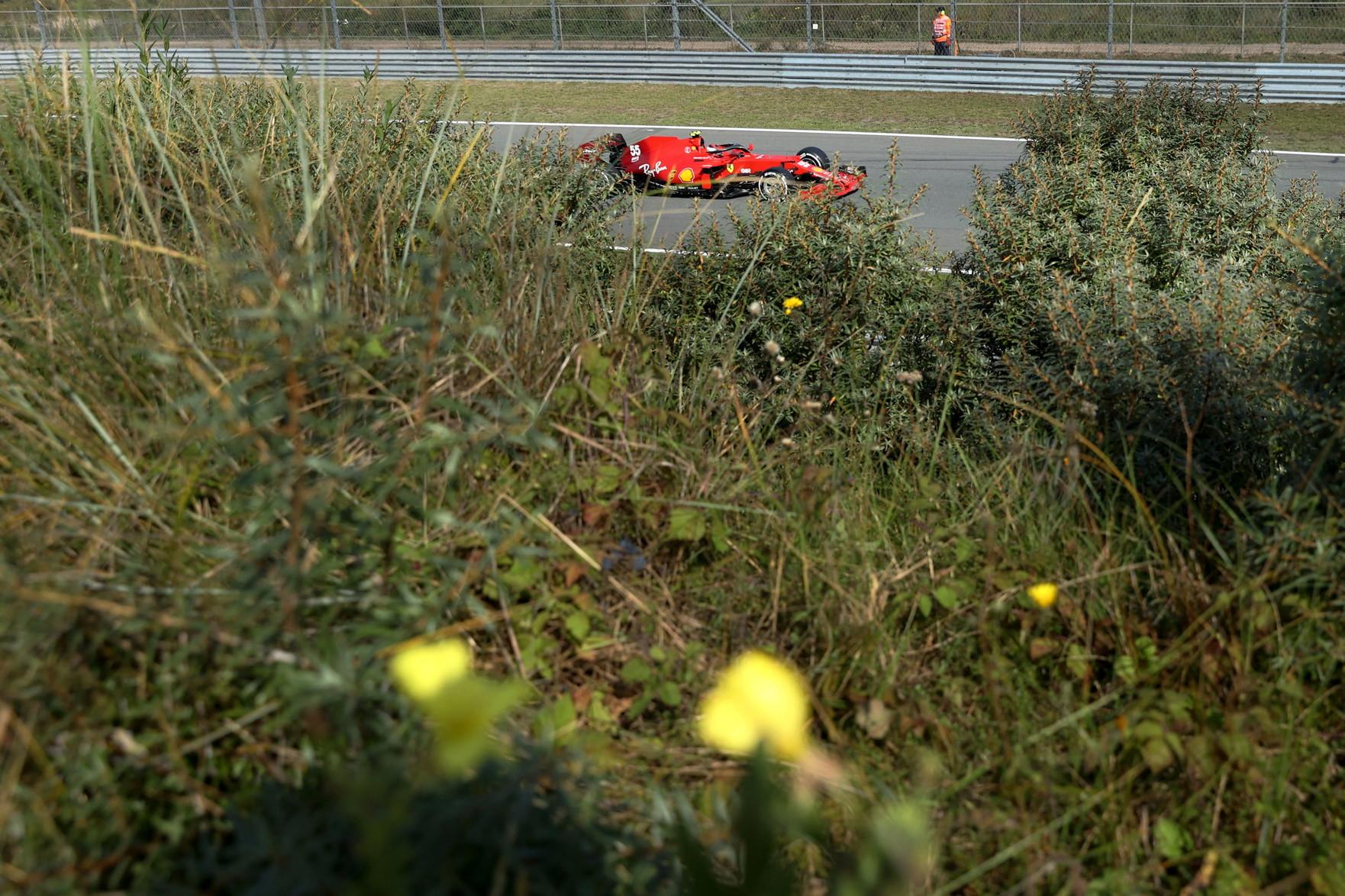 A 36 anni di distanza dall&#39;ultima volta la Formula Uno torna a Zandvoort, accolta da una marea &quot;orange&quot; sugli spalti. I tifosi olandesi riusciranno a dare a Verstappen i giusti stimoli per soprassare Hamilton in classifica generale?<br /><br />