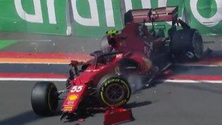 Sainz a muro nelle libere, Ferrari distrutta