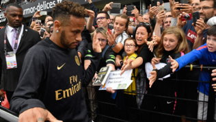 Psg-Neymar, clausola da sei milioni all'anno per salutare i tifosi