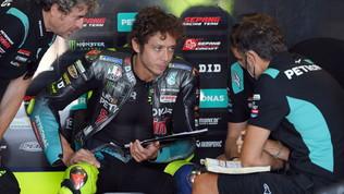 """Bagnaia: """"Moto perfetta e veloce"""". Rossi: """"Faccio fatica"""""""