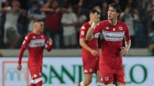 Vlahovic implacabile, Zapata non basta: la Fiorentina passa a Bergamo