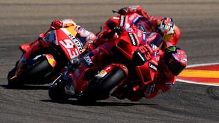Bagnaia fenomenale, successo davanti a Marquez ad Aragon