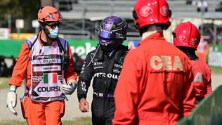 """Lewis: """"Gesto opportunistico"""". Max (poi penalizzato): """"Io corretto"""""""