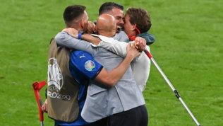 """Abbraccio Mancini-Vialli: """"Cosa abbiamo fatto... Qatar? Ci abbiamo preso gusto"""""""