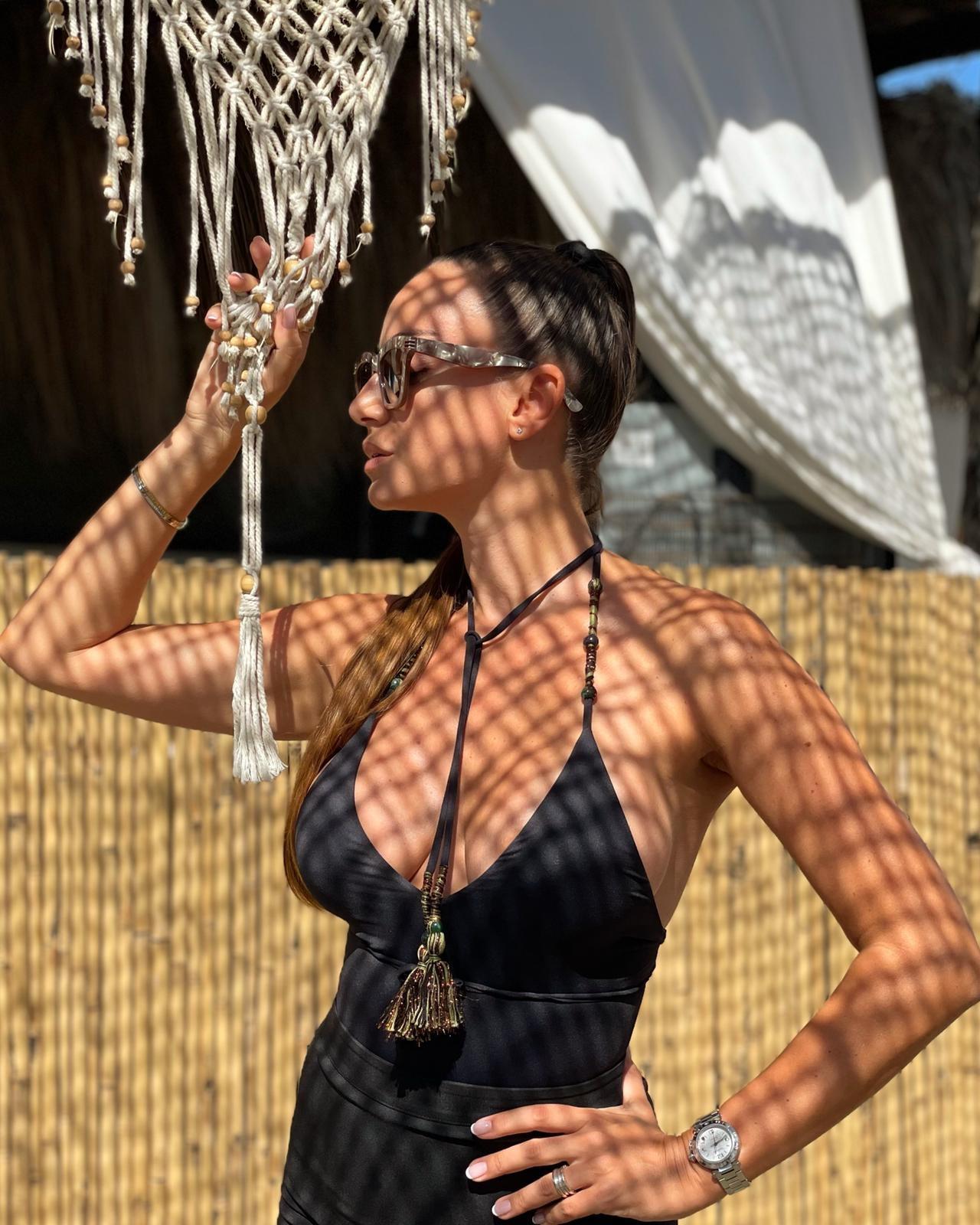 La showgirl, grande tifosa del Milan, ha girato l&#39;Italia&nbsp;senza mai dimenticare i suoi... costumi.<br /><br />
