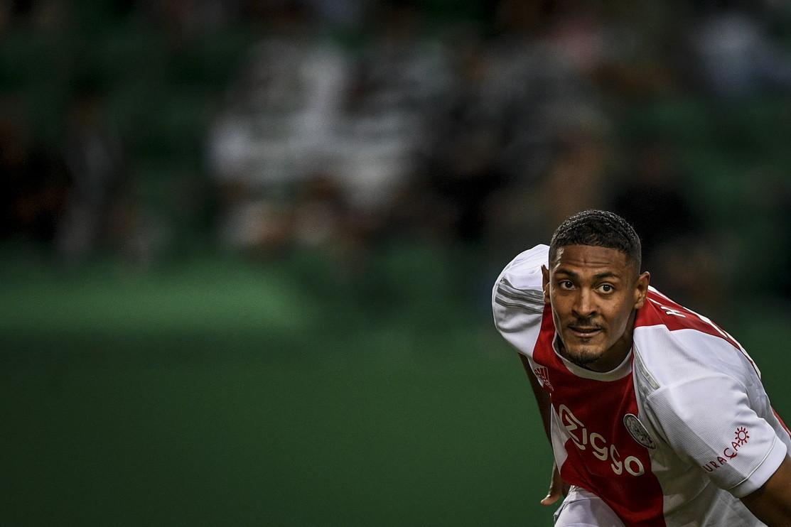 Una serata da sogno, un esordio indimenticabile. Sebastien Haller ha giocato la sua prima partita in Champions League con la maglia dell&rsquo;Ajax sul campo dello Sporting Lisbona ed &egrave; entrato subito nella storia: nessuno, infatti, aveva mai segnato due reti nei primi 8 minuti in assoluto del torneo. Una doppietta in 9 minuti, poi altri due gol tra il 51&#39; e il 63&#39;: al suo debutto in Champions l&rsquo;attaccante ivoriano classe &#39;94 &egrave; gi&agrave; entrato nel club dei &quot;pokeristi&quot; della manifestazione. Un club molto ristretto che comprende solo 18 giocatori, ecco chi sono&hellip;<br /><br />