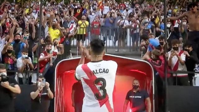 """El tigre Falcao ricomincia dal Rayo: """"Ho scelto il 3 per mio padre"""""""