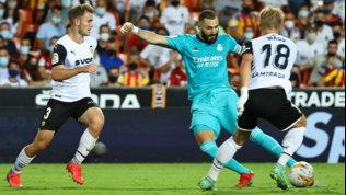 Vinicius-Benzema: il Real rimonta il Valencia nel finale e ora è primo