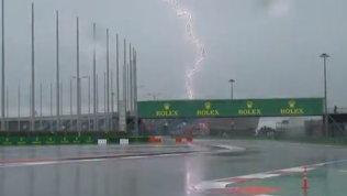 Pioggia battente sul circuito di Sochi, ci prova solo la Safety Car