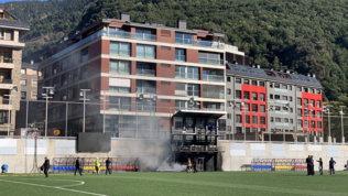 Incendio all'Estadi Nacional, allarme rientrato: Andorra-Inghilterra si gioca