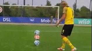 Haaland fenomeno anche in allenamento: tutti pazzi per il gioco dei tre palloni