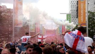 Violenze dei tifosi alla finale, Inghilterra stangata: due turni a porte chiuse