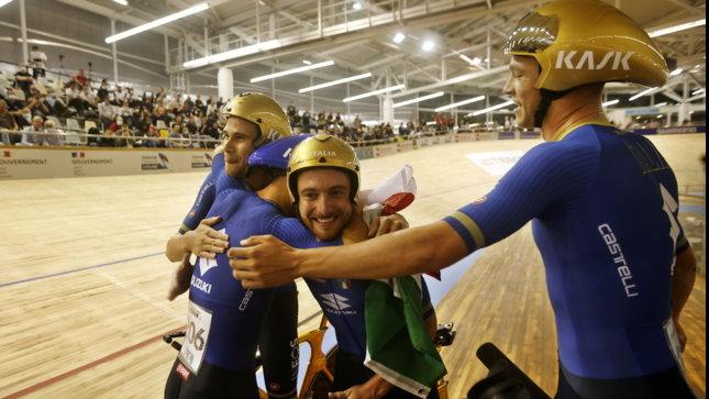 Ciclismo, Mondiali su pista: oro per l'Italia maschile nell'inseguimento a squadre, ragazze d'argento. Trionfa anche Letizia Paternoster