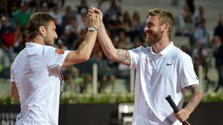 Il 3 di Mou raddoppia, Totti-De Rossi giocano a tennis… social scatenati