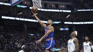 Curry trascina Golden State con 45 punti, Miami travolge Milwaukee