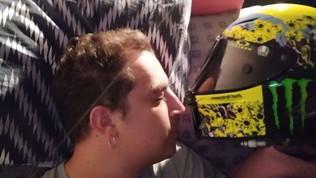 A letto con... Valentino: ecco dov'è finito il casco speciale di Rossi!